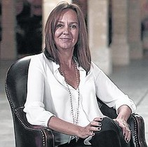 La escritora María Dueñas, presente en las listas de los más vendidos en castellano y catalán.