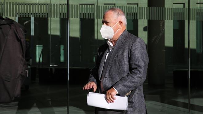 El extesorero de CDC Andreu Viloca declara como investigado por el caso del 'pitufeo'.