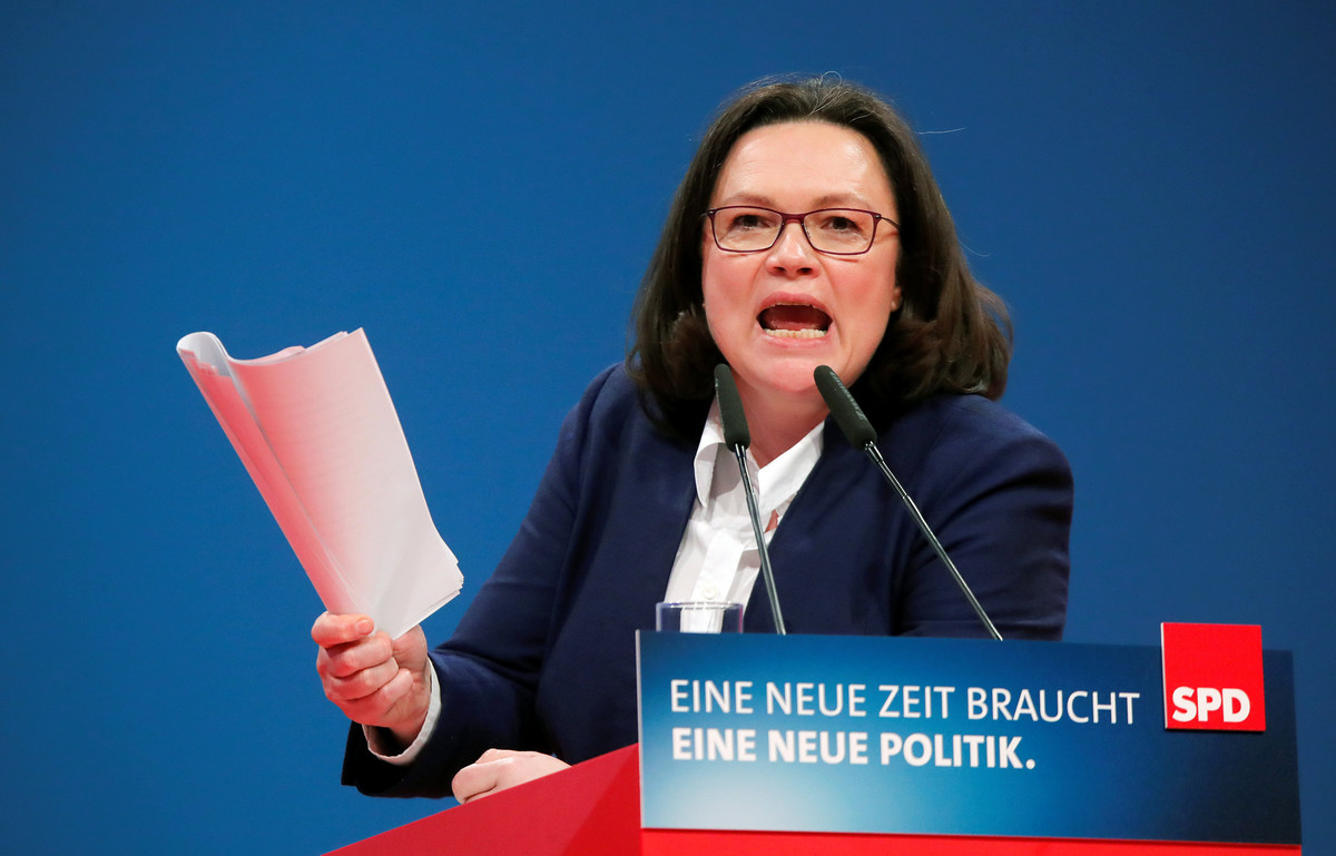 FILE PHOTO: SPD parliamentary group leader Andrea Nahles speaks during the SPDs one-day party congress in Bonn, Germany, January 21, 2018. REUTERS/Wolfgang Rattay/File Photo