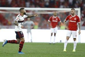 Gabriel Barbosa celebra el gol que le dio la clasificación al Flamengo a la semifinal de la Libertadores.