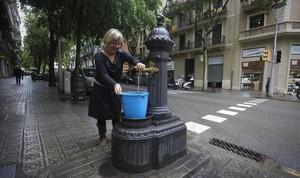 Fuente de la calle de Sardenya, esquina con Còrsega.