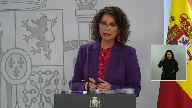La portavoz del Gobierno, María Jesús Montero, defiende a Felipe VI y asegura, ante las críticas de los ministros Pablo Iglesias y Alberto Garzón, que el Rey en ningún momento ha vulnerado la neutralidad constitucional y democrática.