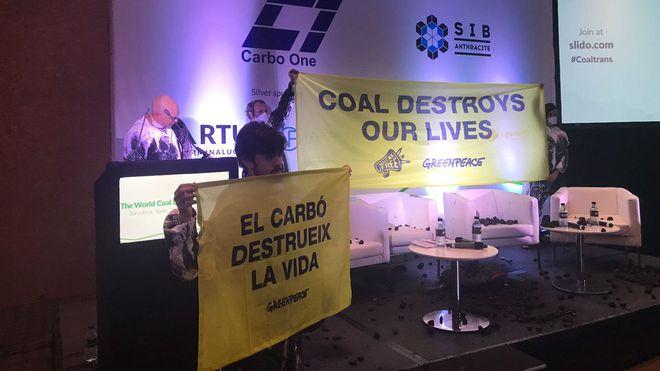 Acción de Greenpeace de bloqueo de la Conferencia Internacional del Carbón, en Barcelona.
