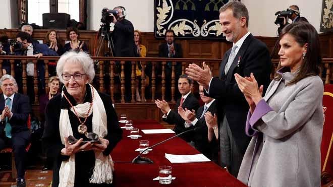 Ida Vitale recibe el premio Cervantes.