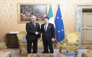 Elprimer ministro de Italia Giuseppe Conte ymariscal Jalifa Hafter de Libia.