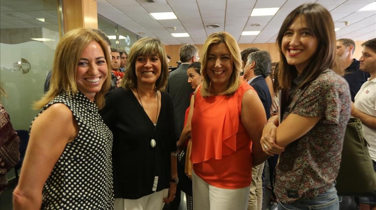 De izquierda a derecha, Chacón, Núria Marín, Susana Díaz y Núria Parlon, durante una conferencia sobre regeneración democrática celebrada en L'Hospitalet en julio del año pasado.
