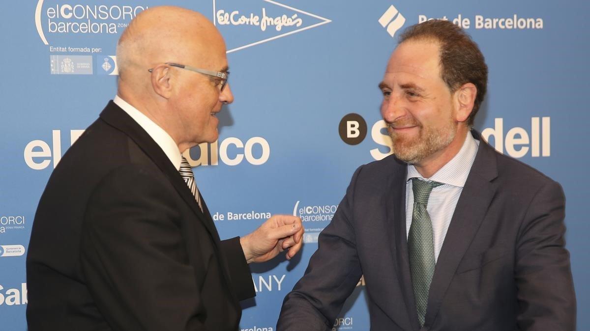 De izquierda a derecha, Josep Oliu (Banc Sabadell) yEnric Hernández.