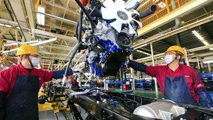 Las marcas de coches dejan de producir vehículos y se centran en ayudar contra el virus