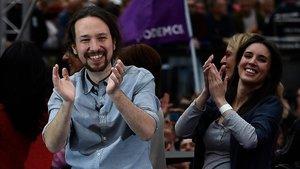 La líder de Podemos, Pablo Iglesiasy la diputada Irene Montero, asisten a una concentración previa a la campaña antes de las elecciones generales del 28 de abril.