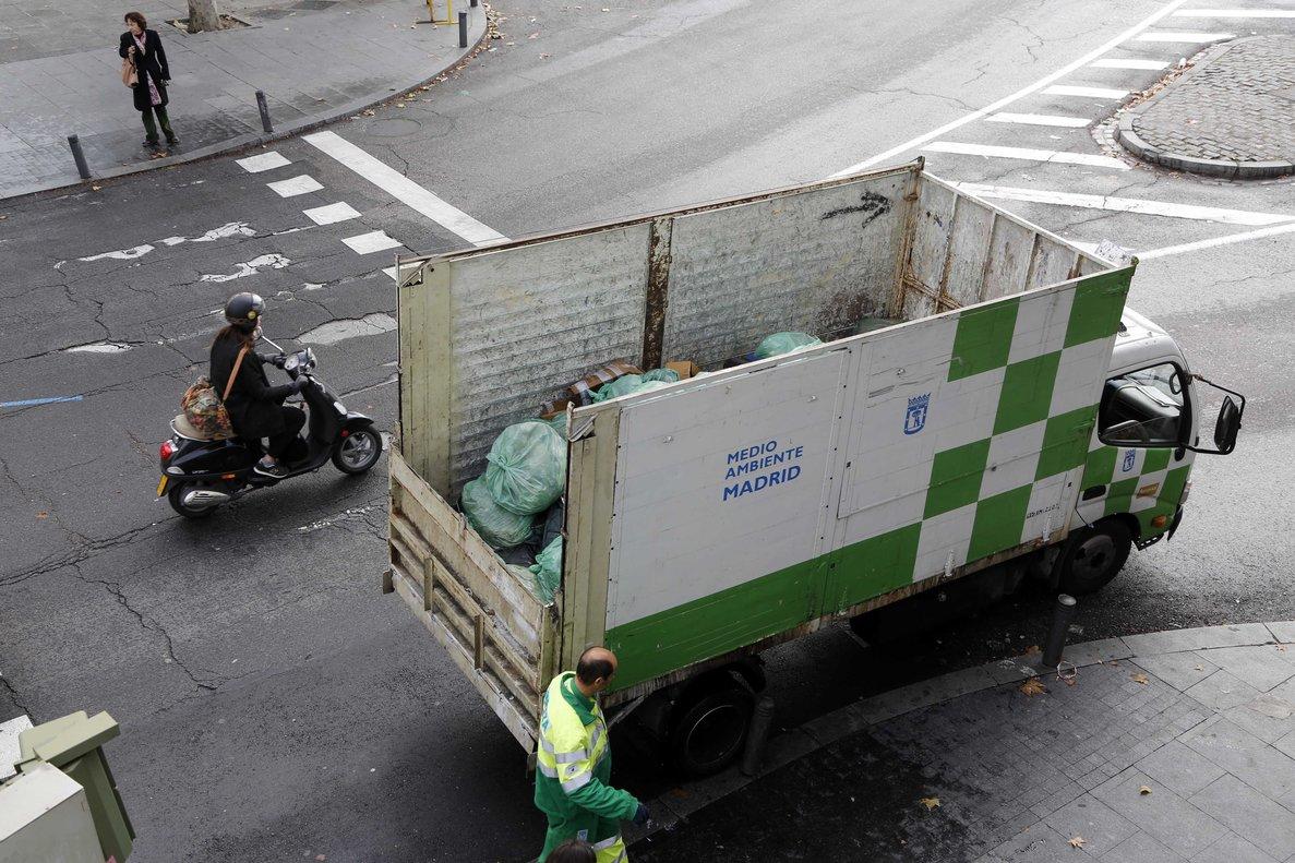 Vehículo municipal de limpieza.