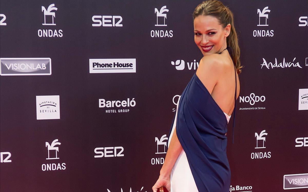 La presentadora Eva González, a su llegada a los premios Ondas.