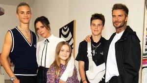 Los Beckham, casi al completo (falta Boroklyn), en la presentación de la nueva colección en una galería de arte de Londres.