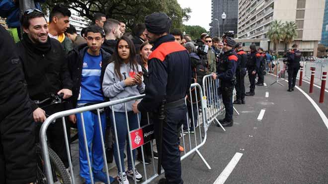 Tsunami Democràtic demana ara portar pilotes inflables al Camp Nou