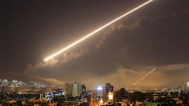 Tots dos bàndols canten victòria i acusen laltre de mentir un dia després de la represàlia dOccident sobre Síria.