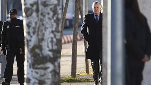 Luis Bárcenas, a su llegada a la Audiencia Nacional para declarar en el juicio del 'caso Gürtel'.