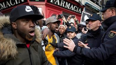La muerte de un mantero en Madrid desata la ira de los subsaharianos