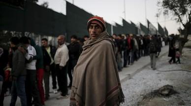Grècia manté confinats més de 12.000 refugiats en cinc illes de l'Egeu