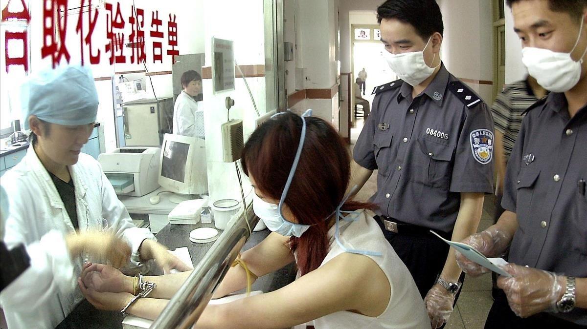 Medidas de seguridad en un hospital durante la epidemia del SARS en China en el 2003.