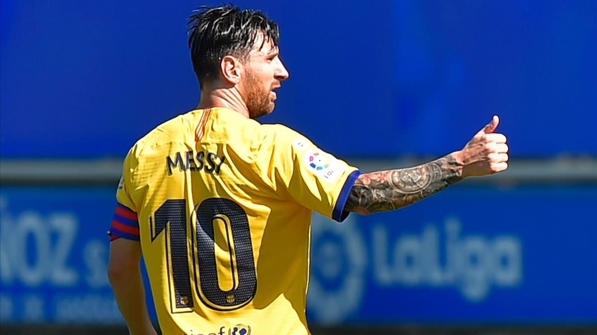 Messi celebra uno de los goles que le marcó al Alavés en Mendizorroza.
