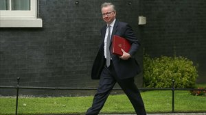 Michael Gove, uno de los ministros euroescépticos contra May.