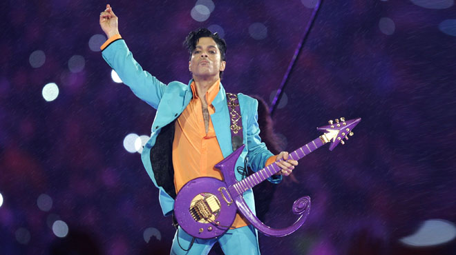 Vídeo de Prince, el príncep del pop, interpretant Purple Rain (Live-2007).
