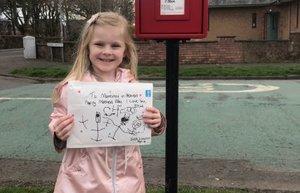 Una nena de quatre anys envia una carta a la seva mare morta i rep una resposta