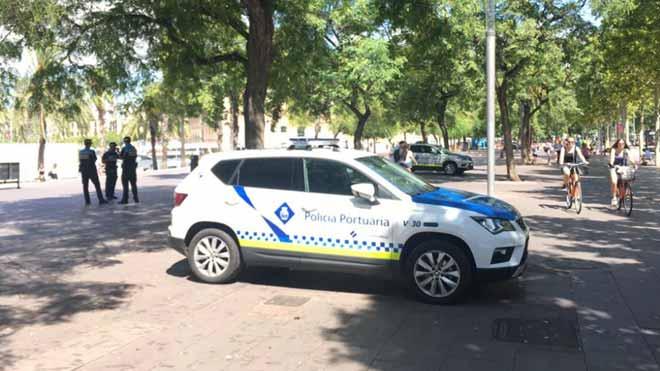 Operación policial contra el 'top manta' en el paseo Joan de Borbó de Barcelona.