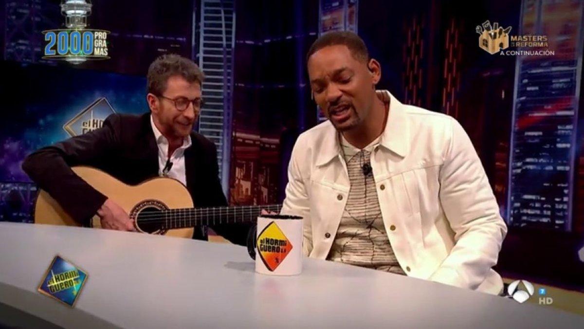 Pablo Motos y Will Smith en el programa 2000 de El hormiguero.