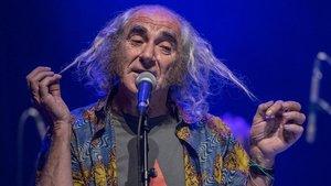 Pau Riba, en el Teatre Joventut de LHospitalet, en el 50º aniversario de Dioptria