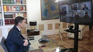 El presidente del GobiernoPedro Sánchezpreside por videoconferencia la reunión interministerial para el seguimiento de medidas por el coronavirusen la Moncloa