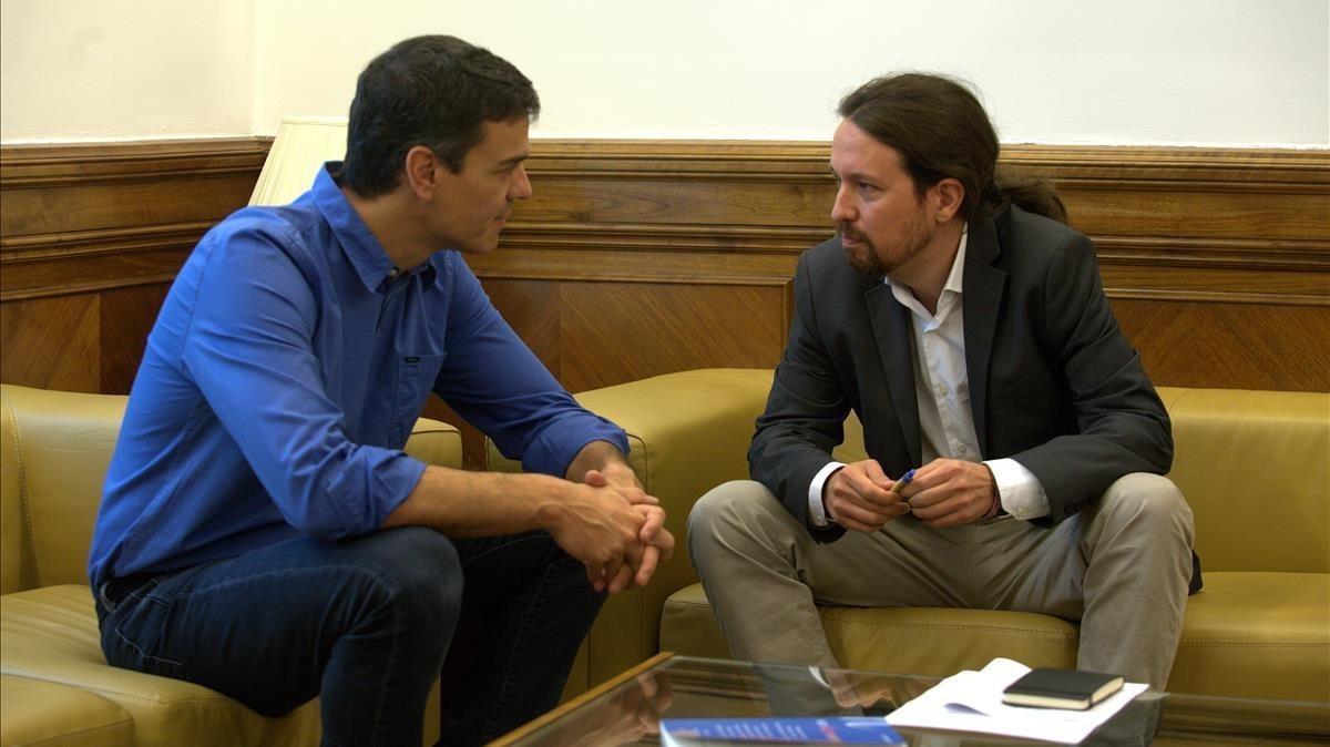 Pedro Sánchez y Pablo Iglesias, en una reunión en el Congreso.