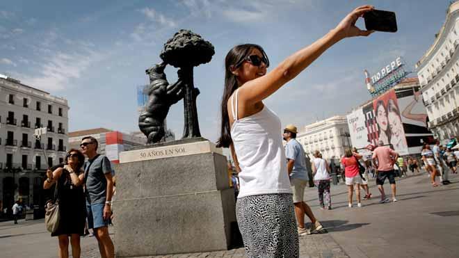 Madrid prohibeix de facto les vivendes turístiques a mig municipi