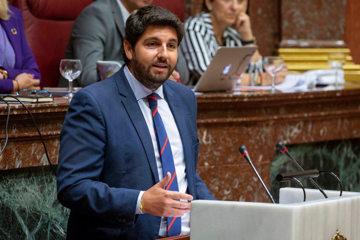 El presidente de Murcia durante una intervención en el pleno de su investidura el pasado mes de julio.