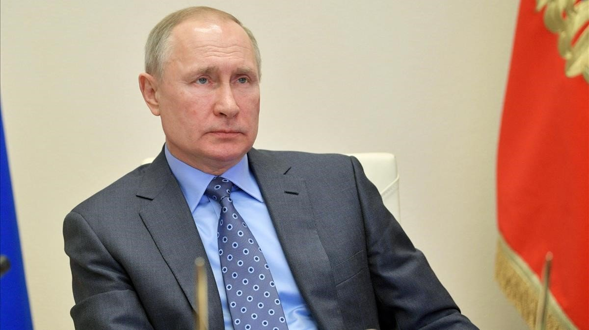 El presidente ruso, Vladímir Putin, mantiene una videoconferencia con su gabinete, el miércoles.