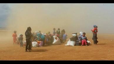 Marruecos bloquea aún la ayuda a 28 refugiados sirios abandonados en el desierto