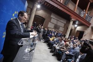 El presidente de la FEMP,Abel Caballero, se dirige a los 300 alcaldes españoles reunidos en la sede de la Federación.