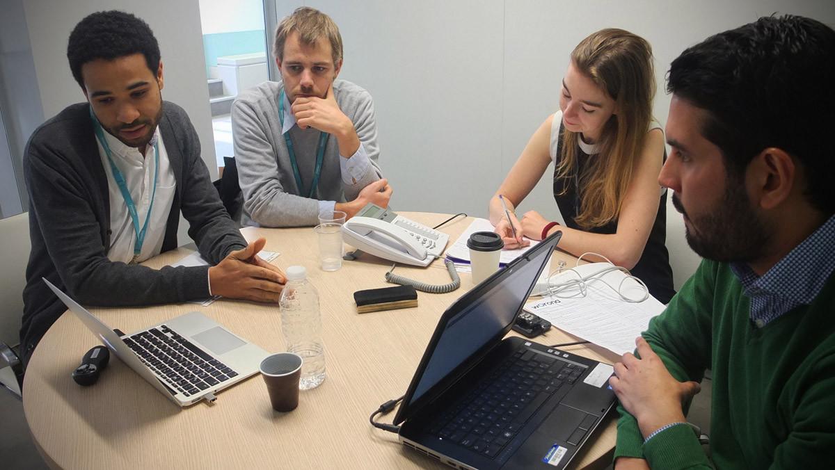 Reunión de trabajo en un hub de Telefónica Open Future_.