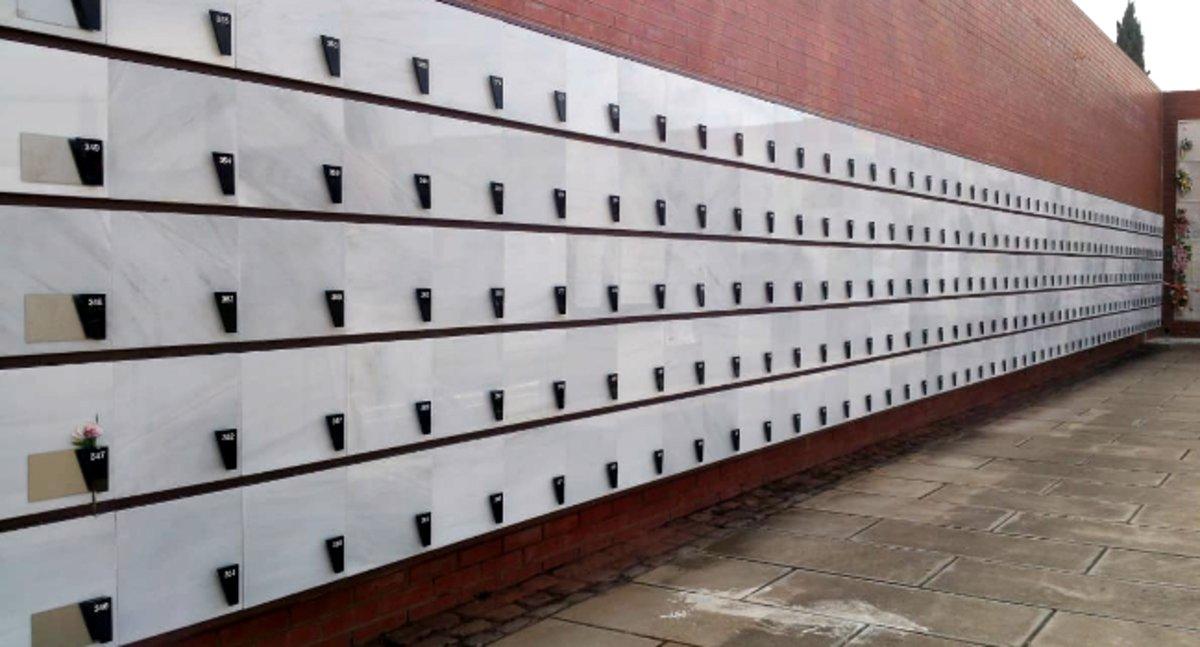 Sabadell construye nuevas colmenas para cenizas en el cementerio municipal.