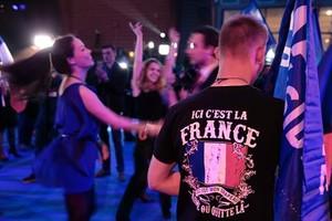 Seguidores de Marine Le Pen, ayer en Hénin-Beaumont.