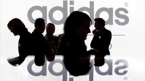 La CNMC abre expediente a Adidas por cláusulas abusivas a sus franquiciados