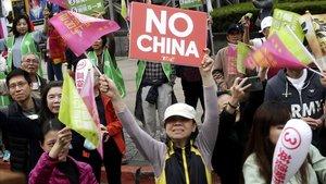 Simpatizantes del presidente de Taiwán, Tsai Ing-wen, del Partido Democrático Progresista (DPP) durante un mitin en Taipéi.
