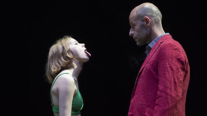 Laia Manzanares y Eduard Farelo, en una escena de 'Temps salvatge'.