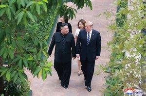 Donald Trump y Kim Jong-un en la cumbre de Vietnam.