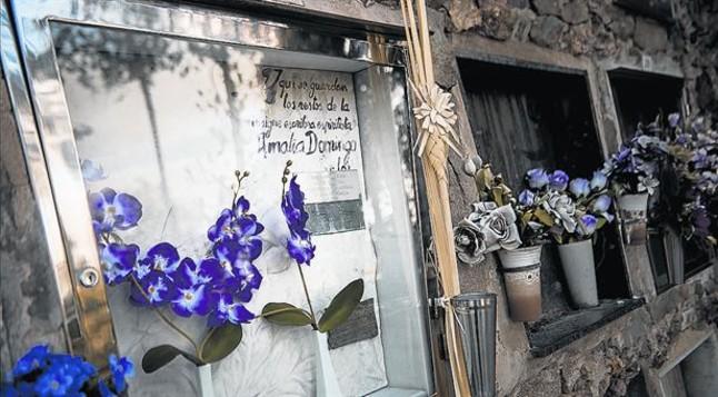 Tumba en Montjuïc 8El nicho de Amalia Domingo recuerda a la famosa médium y feminista del siglo XIX.