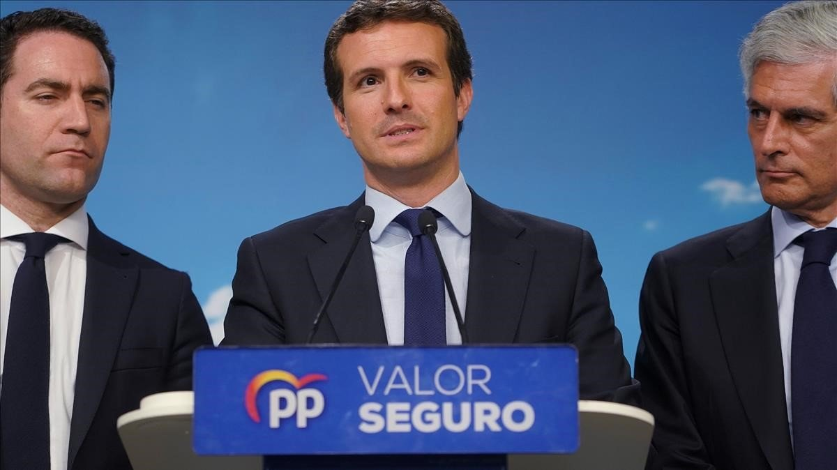 Teodoro García Egea, Pablo Casado y Adolfo Suárez Illana, la noche electoral.