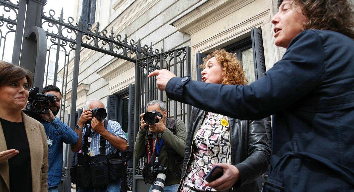 La vicepresidenta, Soraya Sáenz de Santamaría, ha dicho que si el 155 sigue vigente es responsabilidad de Quim Torra.