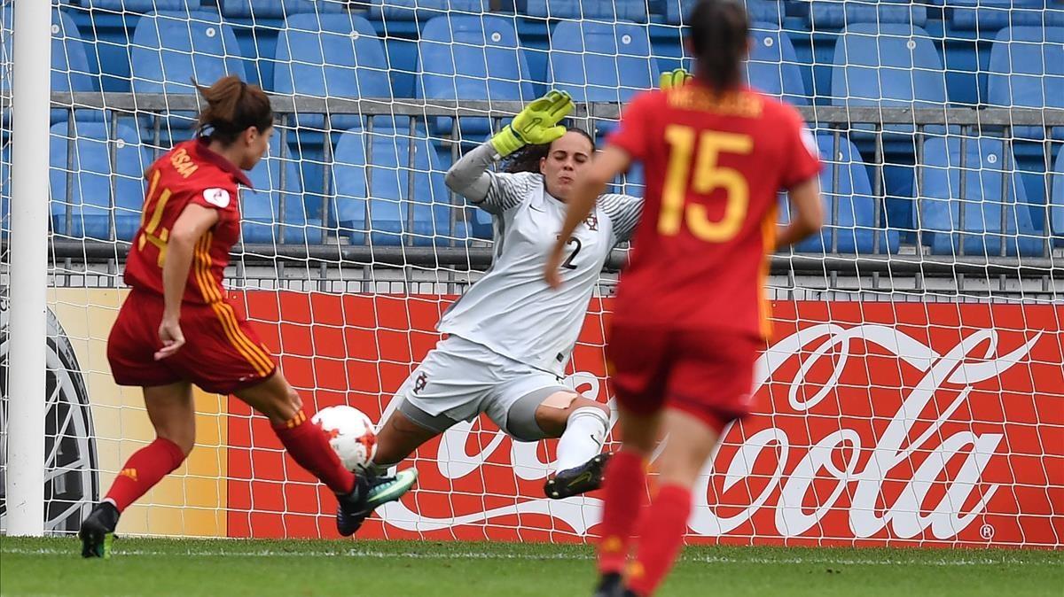Vicky Losada marca el 1-0 ante Portugal.