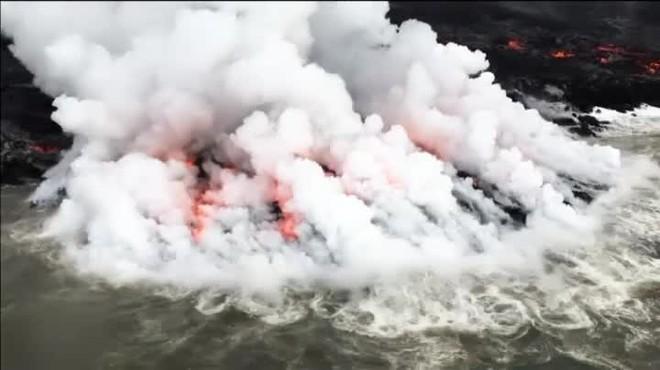 Las autoridades de Hawai siguen en alerta por la actividad del volcán.