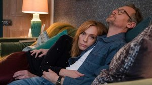 Joy (Toni Collette) y Alan (Steven Mackintosh), de la serie Waterlust.