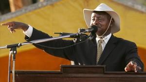 """El president d'Uganda vol prohibir el sexe oral: """"La boca és per menjar"""""""